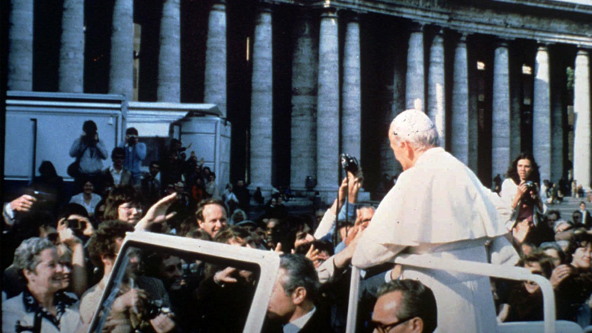 Иоанн Павел II занесколько минут допокушения. <br>