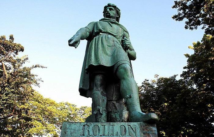 Памятник Рольфу (Роллону) Пешеходу.